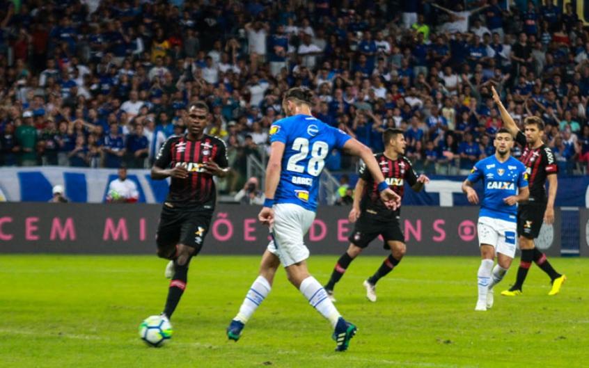 eef55710e1 Vitória do Cruzeiro sobre o Furacão pode dar uma  ajudinha  ao Galo ...