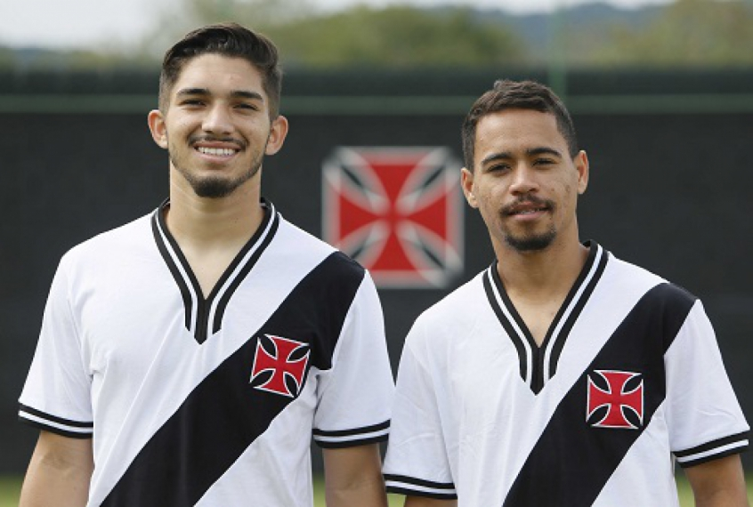 Vasco lança belas camisas retrô em homenagem aos títulos de 74 e 89 ... d79eef98841c6
