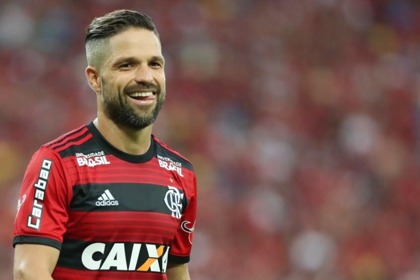 Vínculo do Diego com o Flamengo é até julho de 2019 e clube quer a  renovação (Foto  Gilvan de Souza Flamengo) d75ca08ffa01b