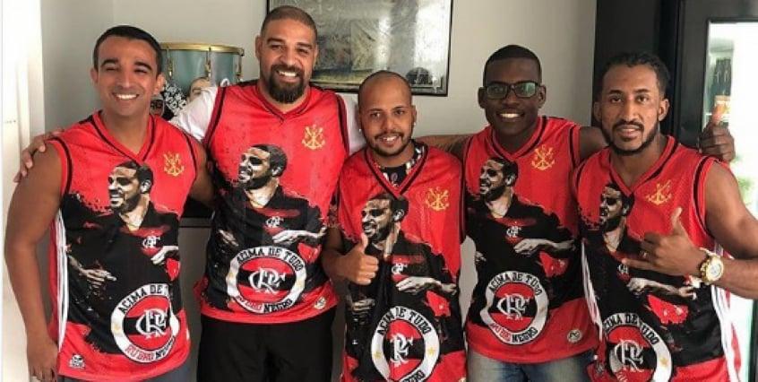 e3a83d54f1 Em dia de decisão, Adriano veste camisa personalizada do Flamengo ...