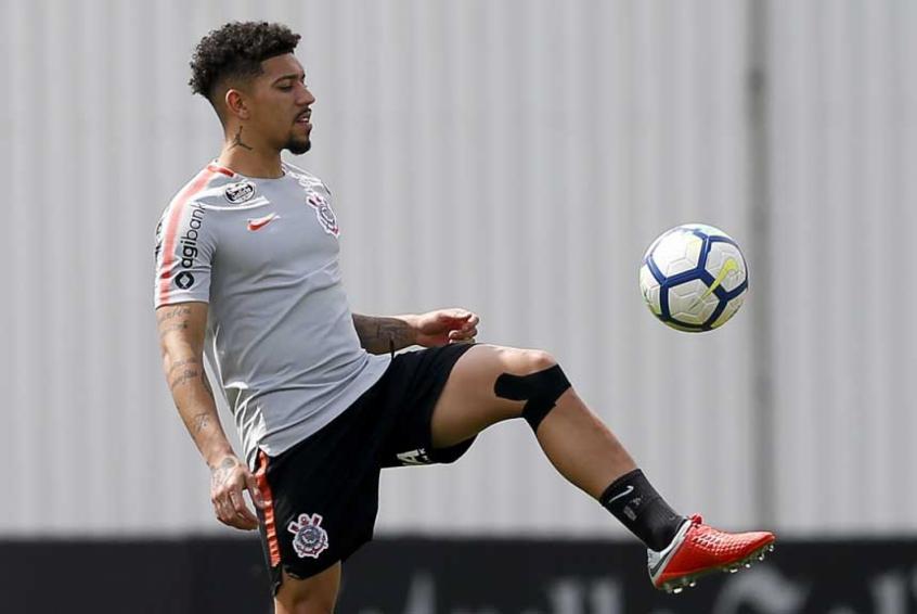 Corinthians tem ausência de trio em treino de olho no Vitória