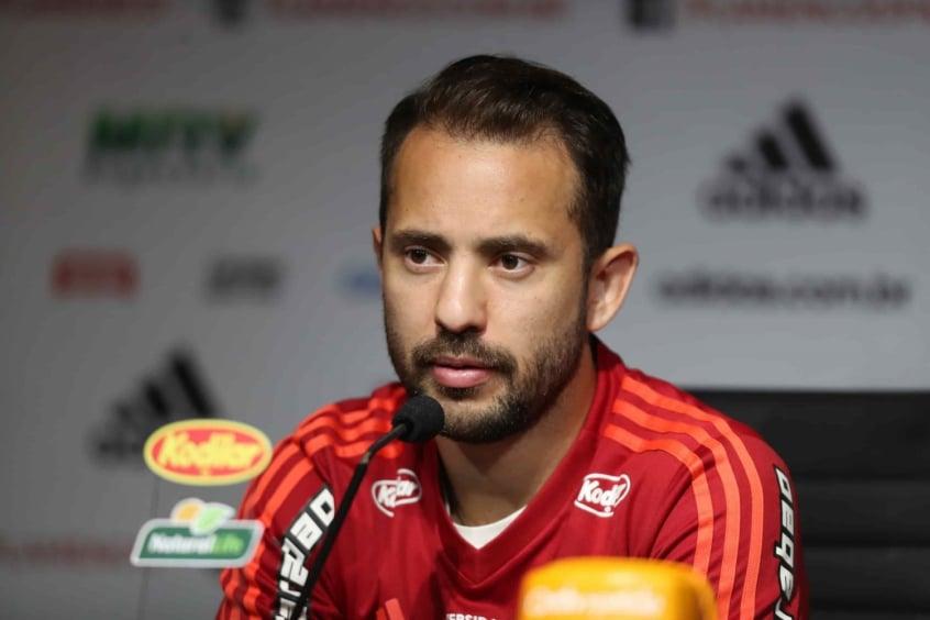 Após vitória do Flamengo no clássico, Éverton Ribeiro elogia Dorival Júnior