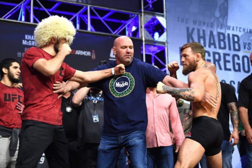 d975d21ae Khabib Nurmagomedov e Conor McGregor na coletiva do UFC (Foto  Steven Ryan  Getty