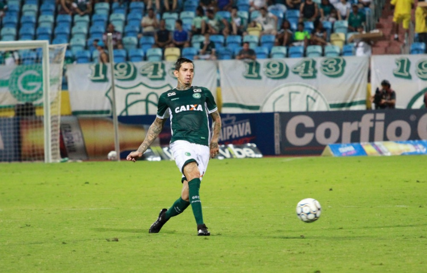 329fffe6c2 Victor Ramos celebra acesso com o Goiás   Fica marcado na história ...