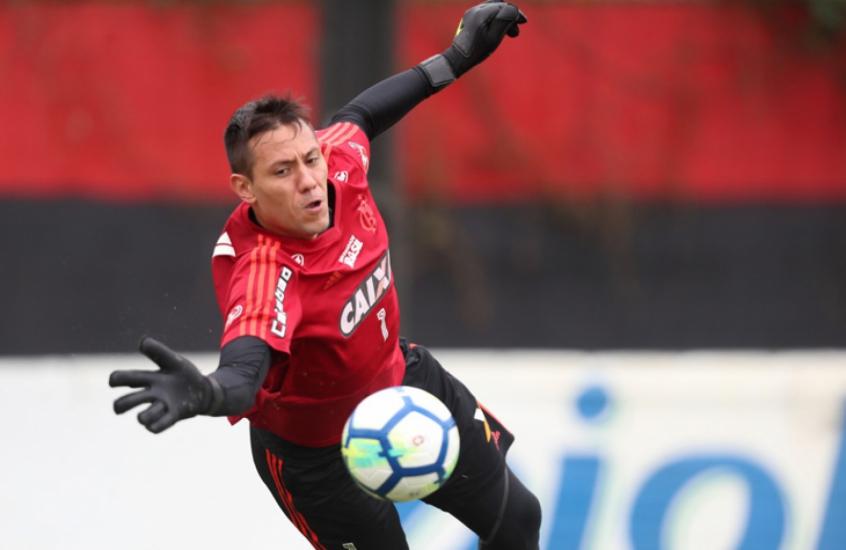 Diego Alves confirmou que permanece no Flamengo em 2019 (Foto  Divulgação) db3bef44c0eb1