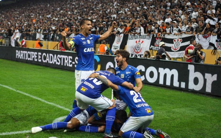 4437e8ba41 Campanha do hexa teve o Furacão e um  mini Campeonato Paulista