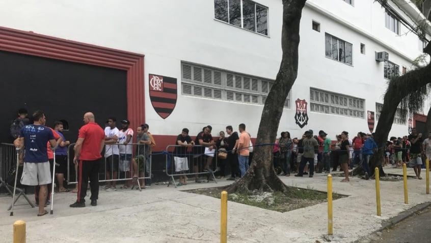 Torcida do Flamengo esgota ingressos para o clássico com Botafogo