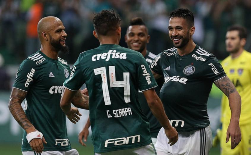 Jogadores do Palmeiras comemoram o gol de Luan marcado contra o Fluminense  (Foto  Cesar Greco). COMPARTILHE. 0 0 7afecf1302683