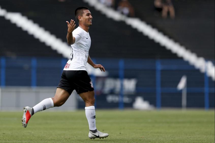 e5b404869f Fabrício Oya voltou a marcar na Copinha e ajudou Corinthians a se  classificar (Foto  Marco Galvão Fotoarena Lancepress!) COMPARTILHE. 0 0