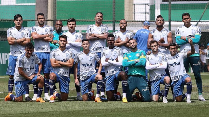 a8154db5a7 Jogadores posam para foto depois do rachão que encerrou os preparativos  para enfrentar o Paraná