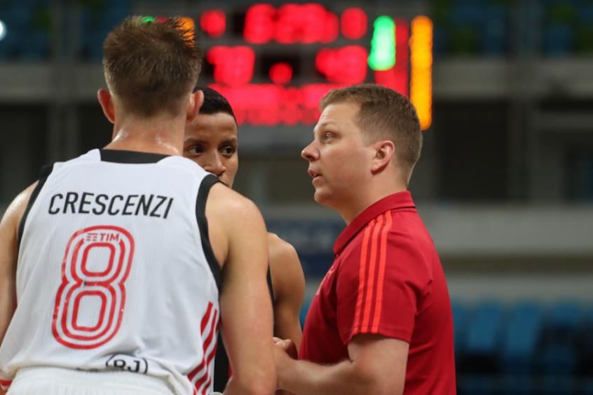 Gustavinho, técnico de basquete do Flamengo