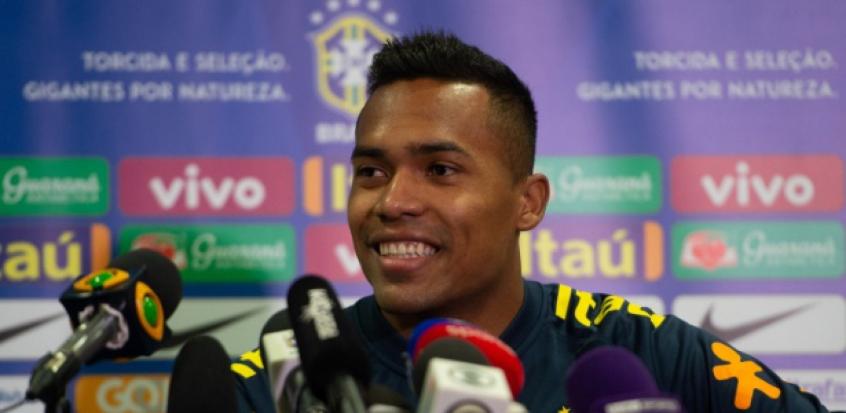 be76431ca9 Alex Sandro lamenta lesão de Marcelo e cita mudanças na Seleção