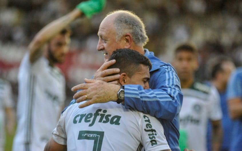 93f3e575b4 Felipão cita família e se emociona na festa do título  veja os ...