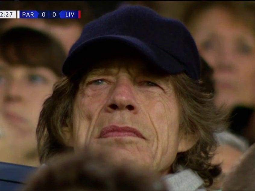 f850e1848f2 Pé-frio  Mick Jagger viu jogo entre PSG e Liverpool no Parc des ...