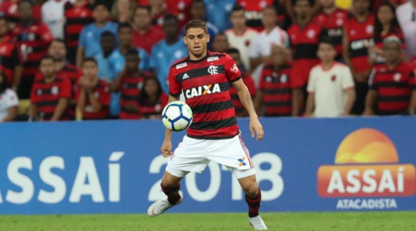 [ENQUETE] Abel Braga deveria tirar um volante para colocar Arrascaeta no time?