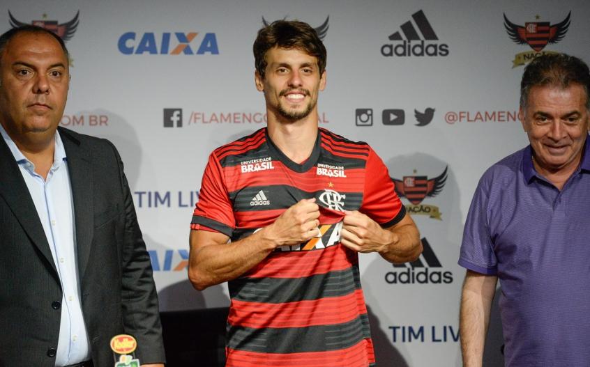 Rodrigo Caio foi apresentado no Flamengo nesta quinta-feira 33213850d7a71