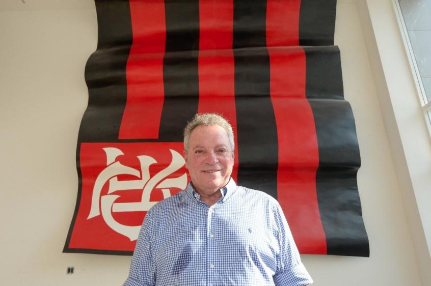 Abel Braga visita novo módulo do futebol profissional no Ninho do Urubu