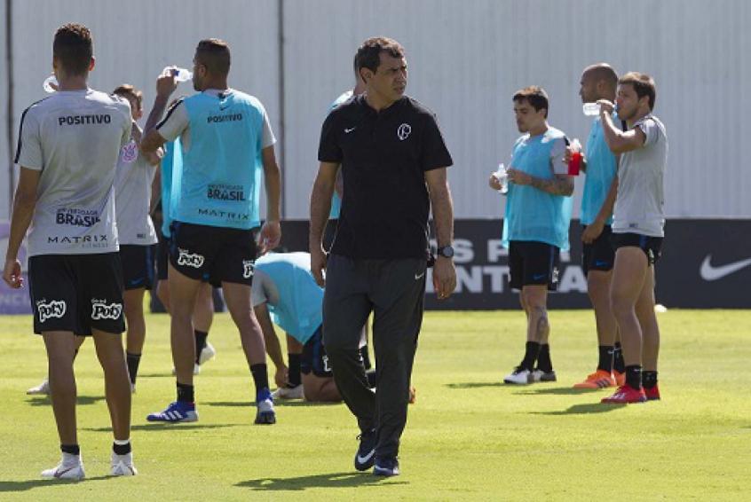 7e49b61b64 Carille repete formação em treino pré-teste no Corinthians  veja o ...
