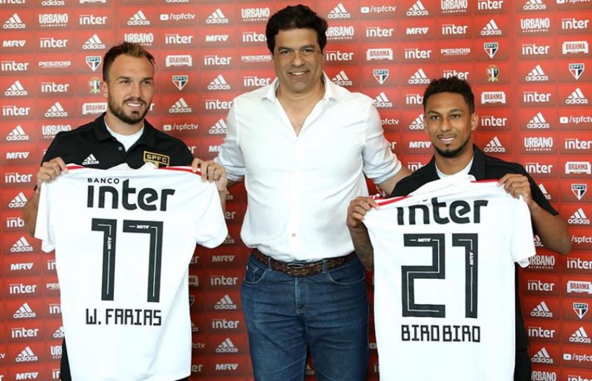 Willian e Biro Biro vestem camisa e exaltam projeto do São Paulo ... cc67b89d7697c