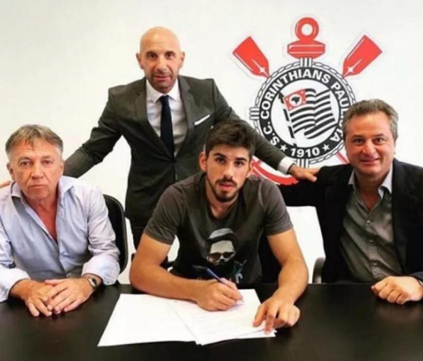 Bruno Méndez assinou contrato com o Corinthians
