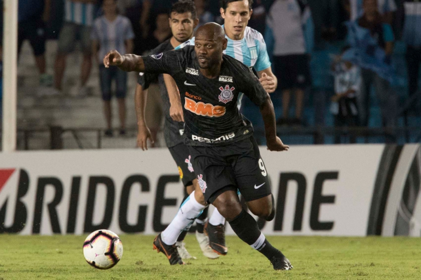 Racing x Corinthians - Vagner Love