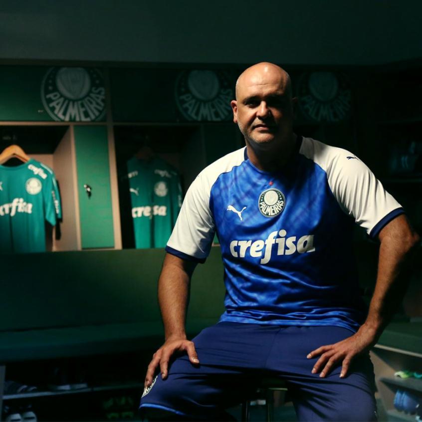 ef27923d9 O ex-goleiro Marcos é o garoto-propaganda do terceiro uniforme lançado pela  Puma