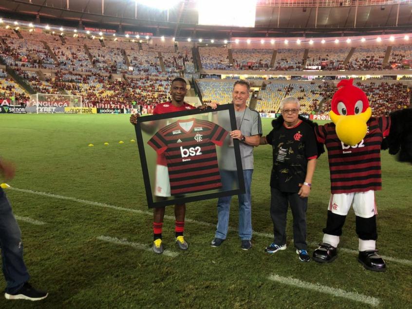 2409bd026b84d Juan é homenageado pelo Flamengo antes de partida contra o Cruzeiro