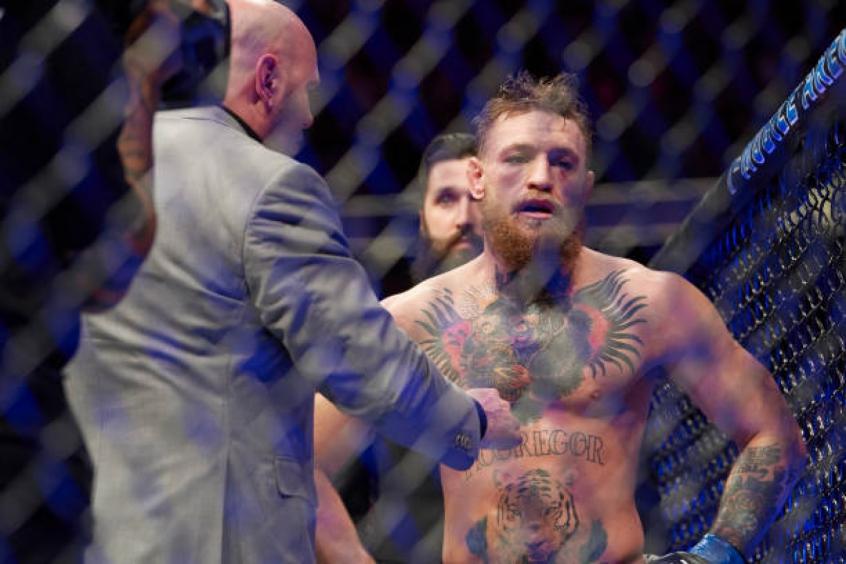 McGregor posta foto com braço engessado após 'intenso' treinamento