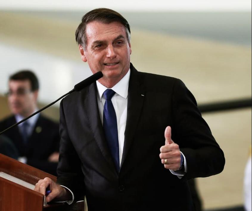 Retorno do futebol no Rio está nas mãos de Crivella: Espero que ele autorize, diz Bolsonaro