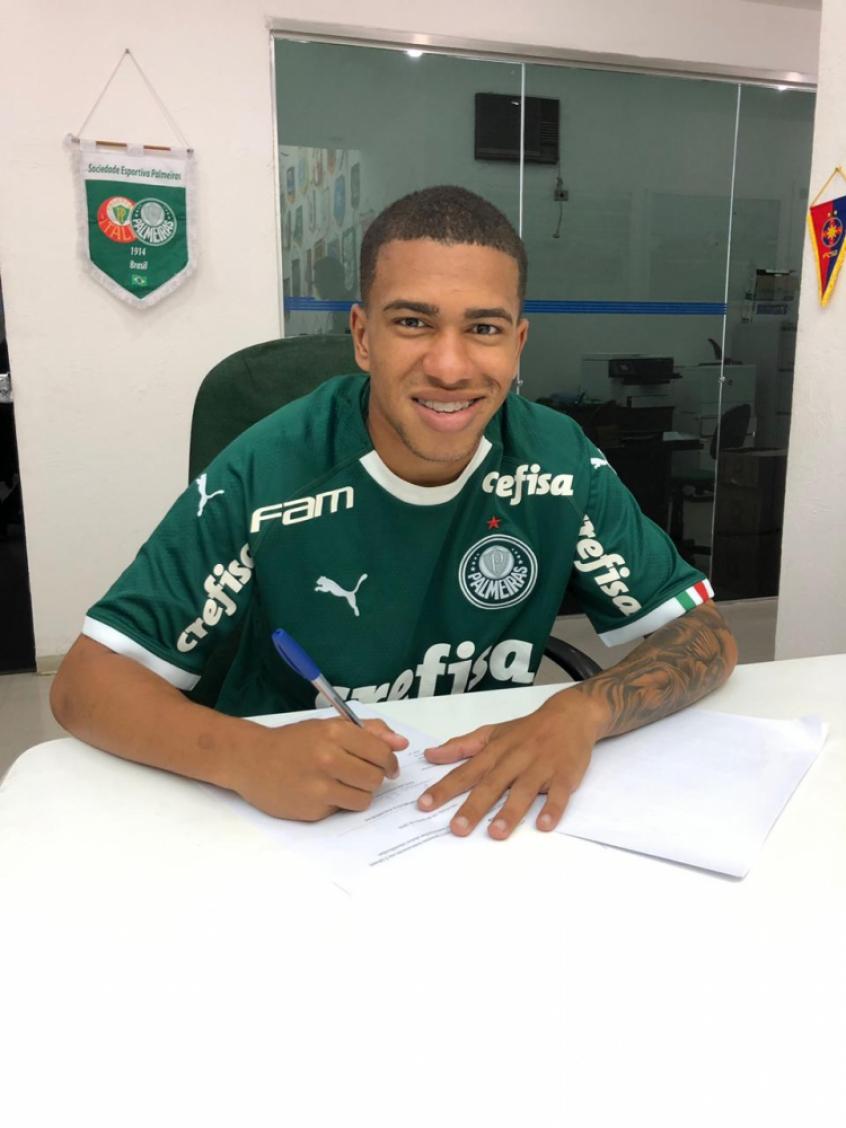 Palmeiras Renova Ate 2024 Com Esteves Lateral Do Time Sub 20 Lance