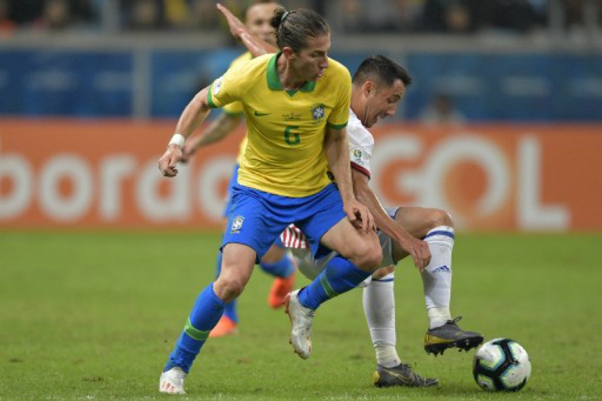 Filipe Luís - Brasil x Paraguai