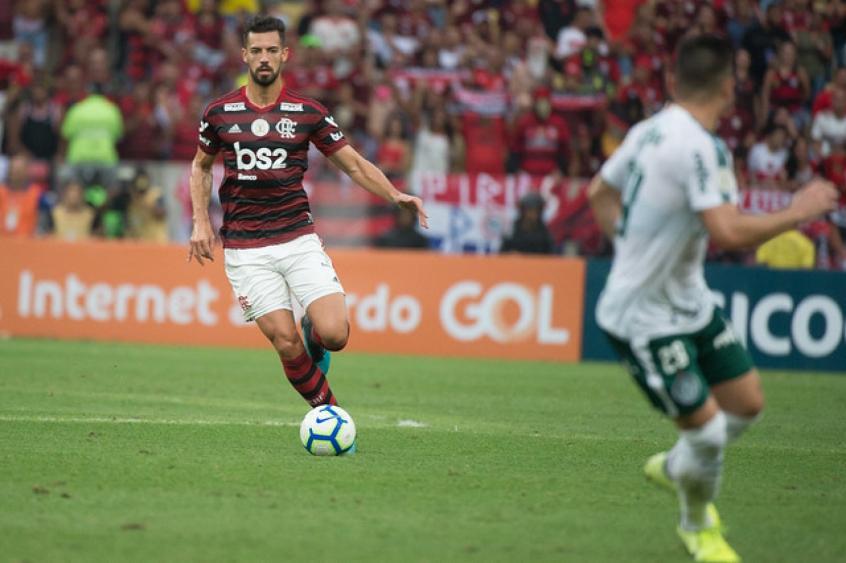 Zagueiro espanhol passa por cima do cansaço e se torna peça fundamental na defesa do Mengão; confira os números