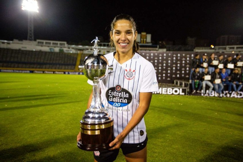 Artilheira Do Timão Na Libertadores Millene Festeja Título
