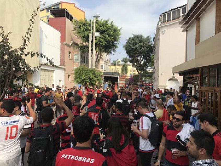 Torcida do Flamengo em Lima, no Peru