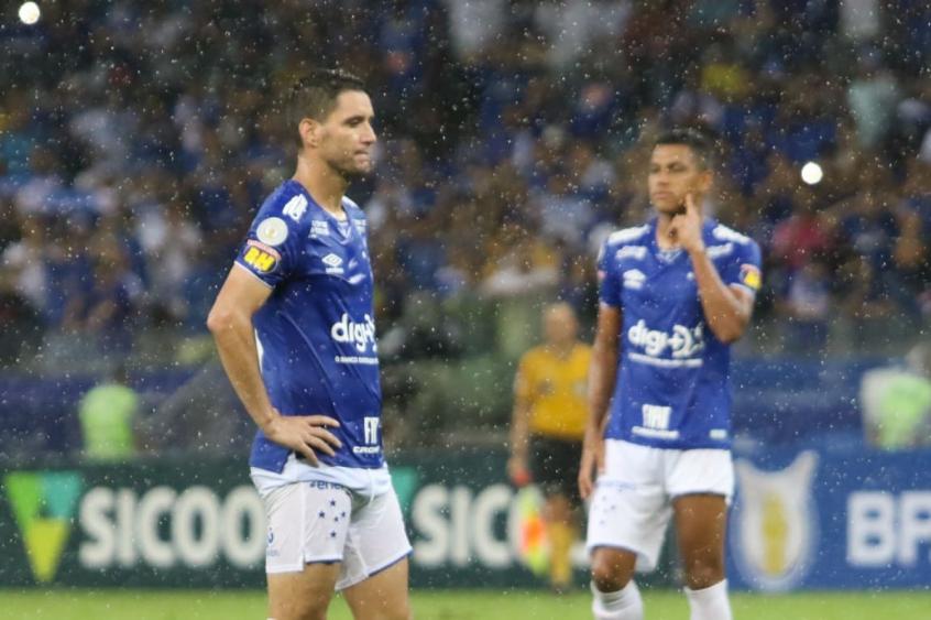 Apos Videos De Festa Cruzeiro Afasta Thiago Neves Do Elenco Lance