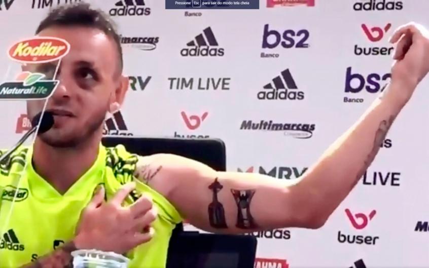 Rafinha Tatua Taças Prometidas E Se Derrete Por Jorge