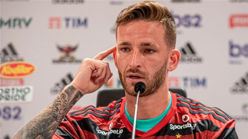 Aproveitando o recesso, Léo Pereira realiza procedimento para reduzir as orelhas