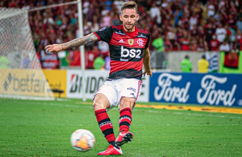 Rea��o da Torcida do Racing e Flamengo no caminho certo, segundo L�o Pereira