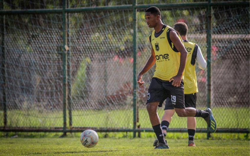 Após meses de negociação, Flamengo oficializa contratação de atacante