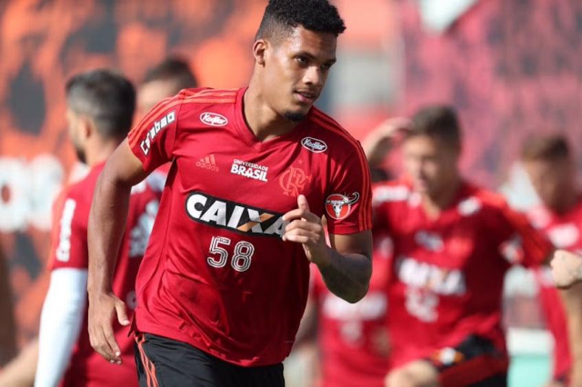 Zagueiro do Flamengo deixa o clube e é oficializado como reforço de Apoel, do Chipre