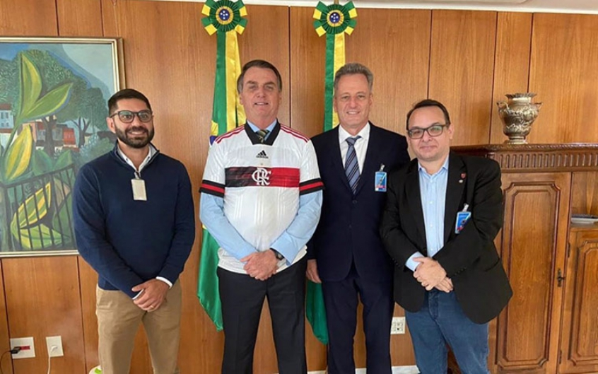 Diretoria do Fla vai a Bolsonaro por retorno das atividades: relembre outras aproximações entre ambos