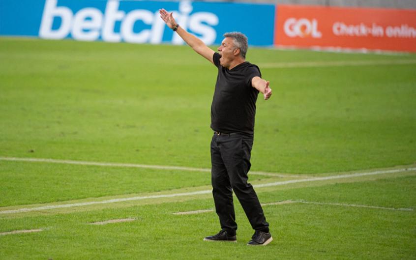 Treinador detecta deficiência do Flamengo para corrigir em Goiânia