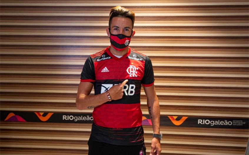 Ao avisar que havia acertado com o Flamengo, Isla ouviu de Vidal: 'Me  espera mais dois anos que posso ir' | LANCE!