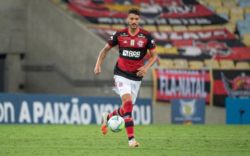 Gustavo Henrique supera críticas no Flamengo e se credencia à vaga de Arão