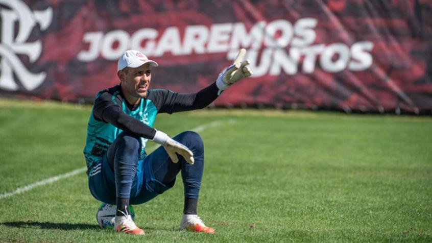 Diego Alves deve deixar o Flamengo como o 2º goleiro com mais jogos na década