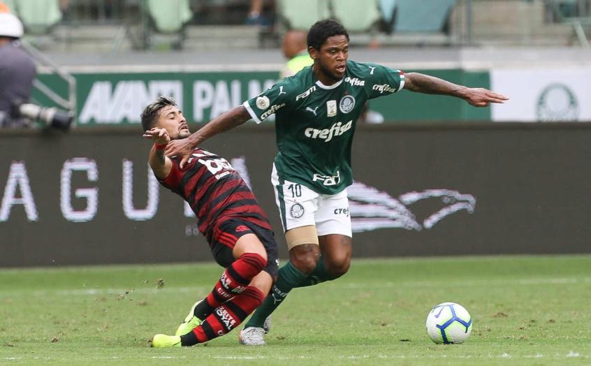 Mesmo com suspensão do jogo, elenco do Flamengo embarca para São Paulo