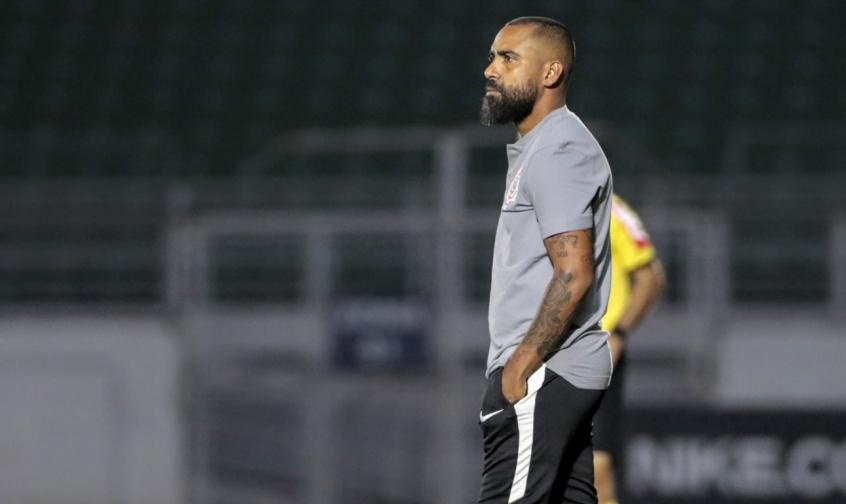 Dyego Coelho rasga elogios sobre evolução de GP no Corinthians: