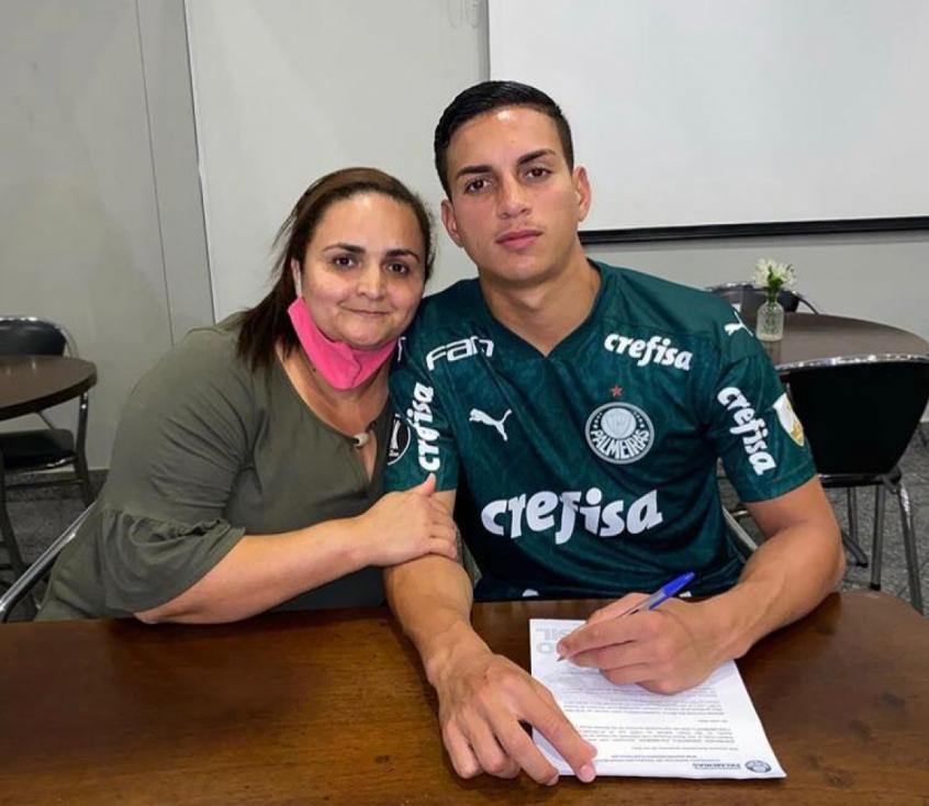 Palmeiras Renova Contrato De Renan Victor Da Base Ate 2025 Lance