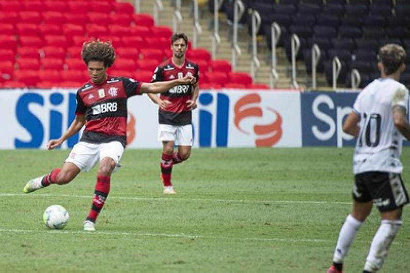 Toni Kroos do Flamengo? Arão surpreende com aproveitamento de passes longos no Brasileirão