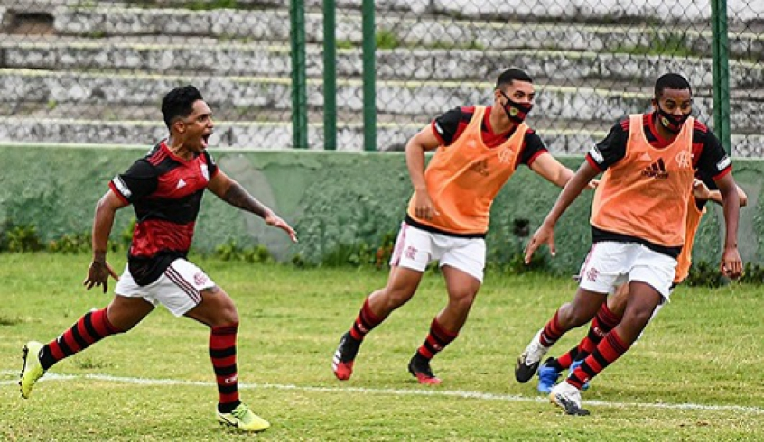 Flamengo marca de pênalti e vence na estreia da Taça Rio Sub-20